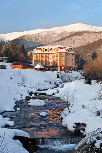 Річка в готелі